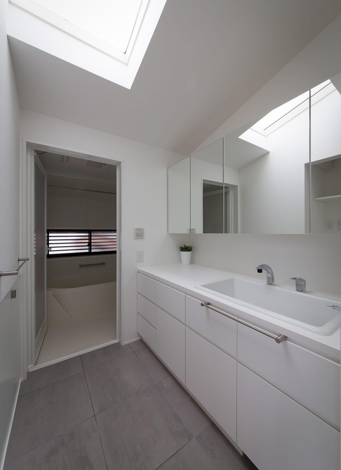 ノスタルジックグリーンハウスの浴室・洗面室1