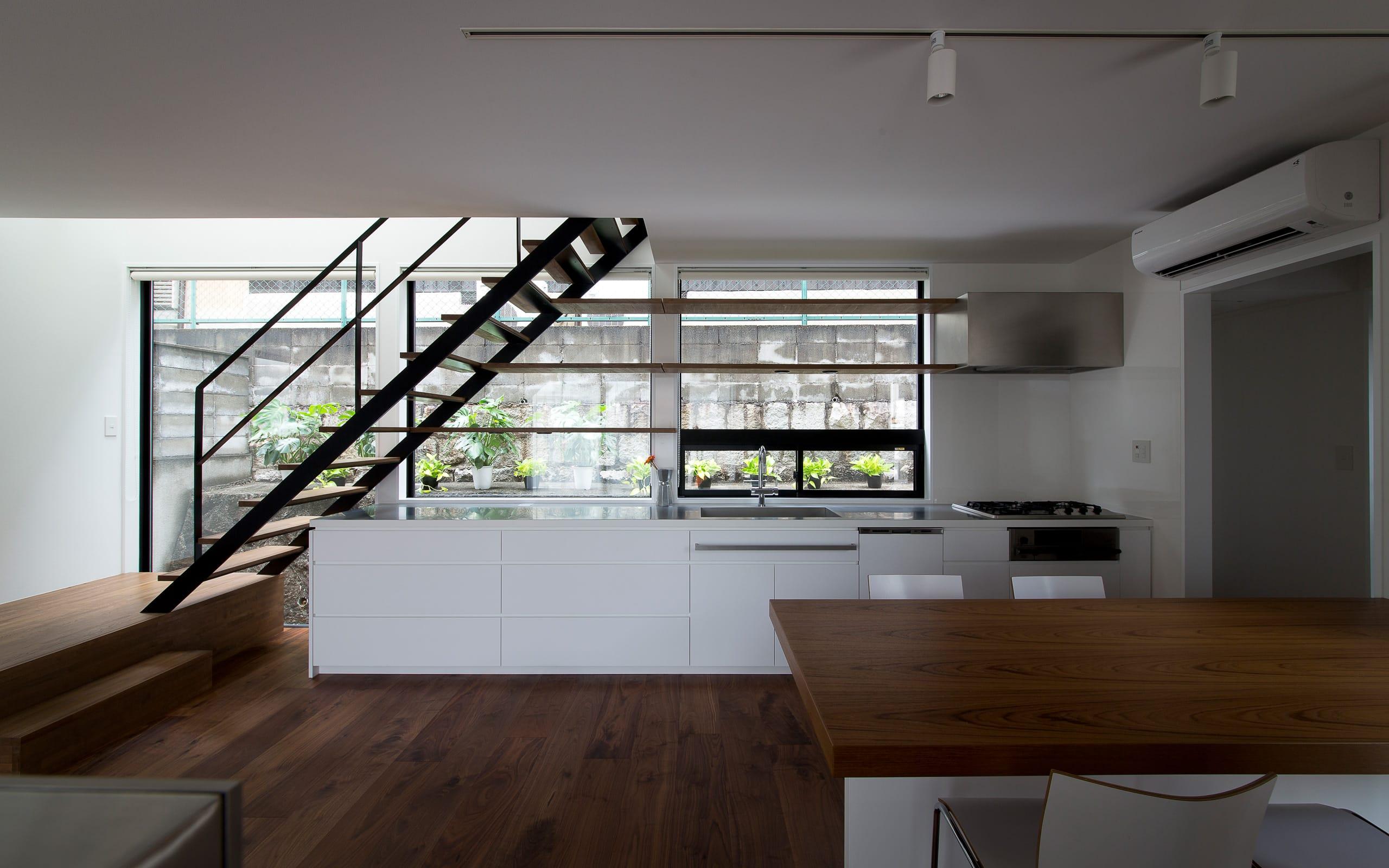 ノスタルジックグリーンハウスの階段(鉄骨製)1