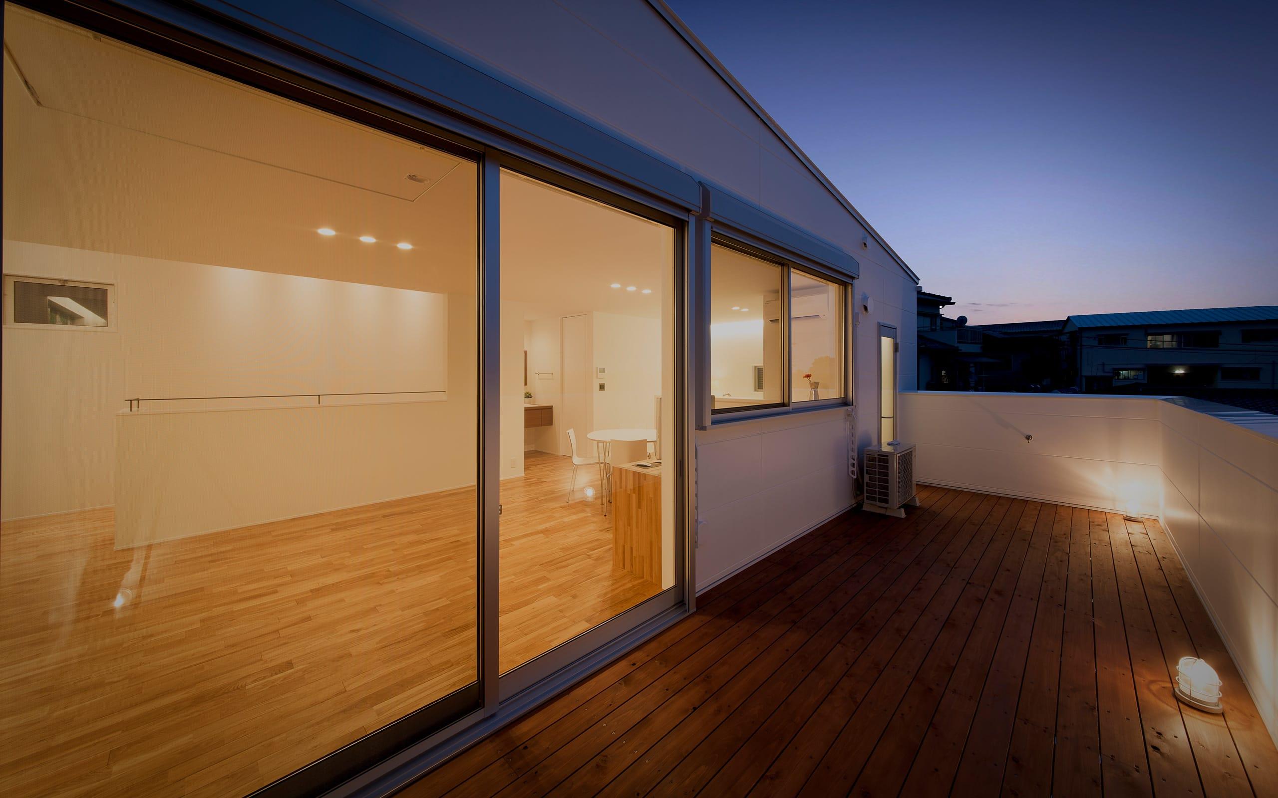 スライダーハウスの夕景(外部)1