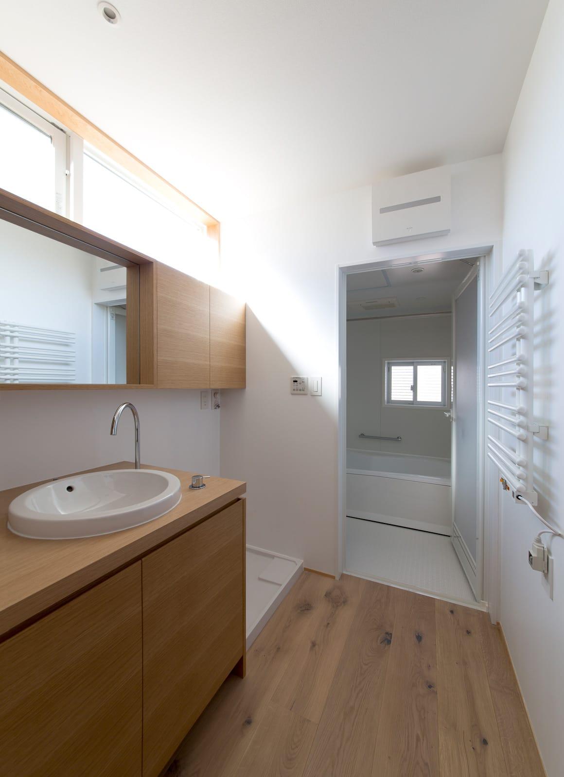 サンルームのある二世帯住宅の浴室・洗面室2