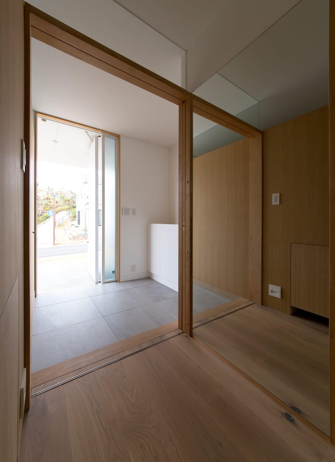 サンルームのある二世帯住宅の玄関(土間・ホール)3