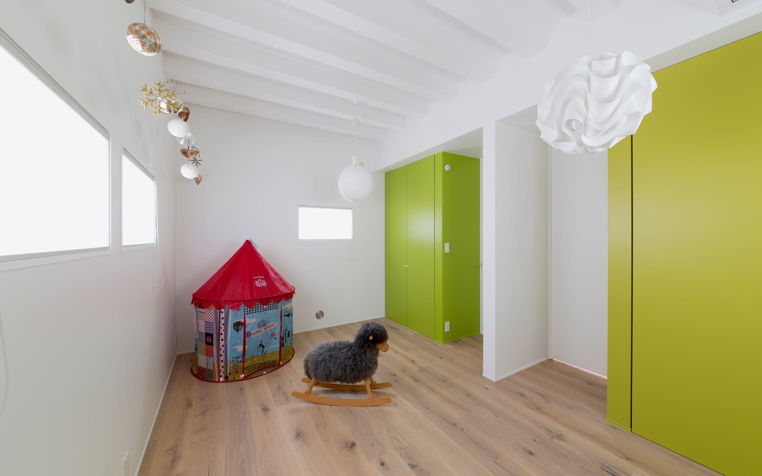 サンルームのある二世帯住宅の子供部屋1