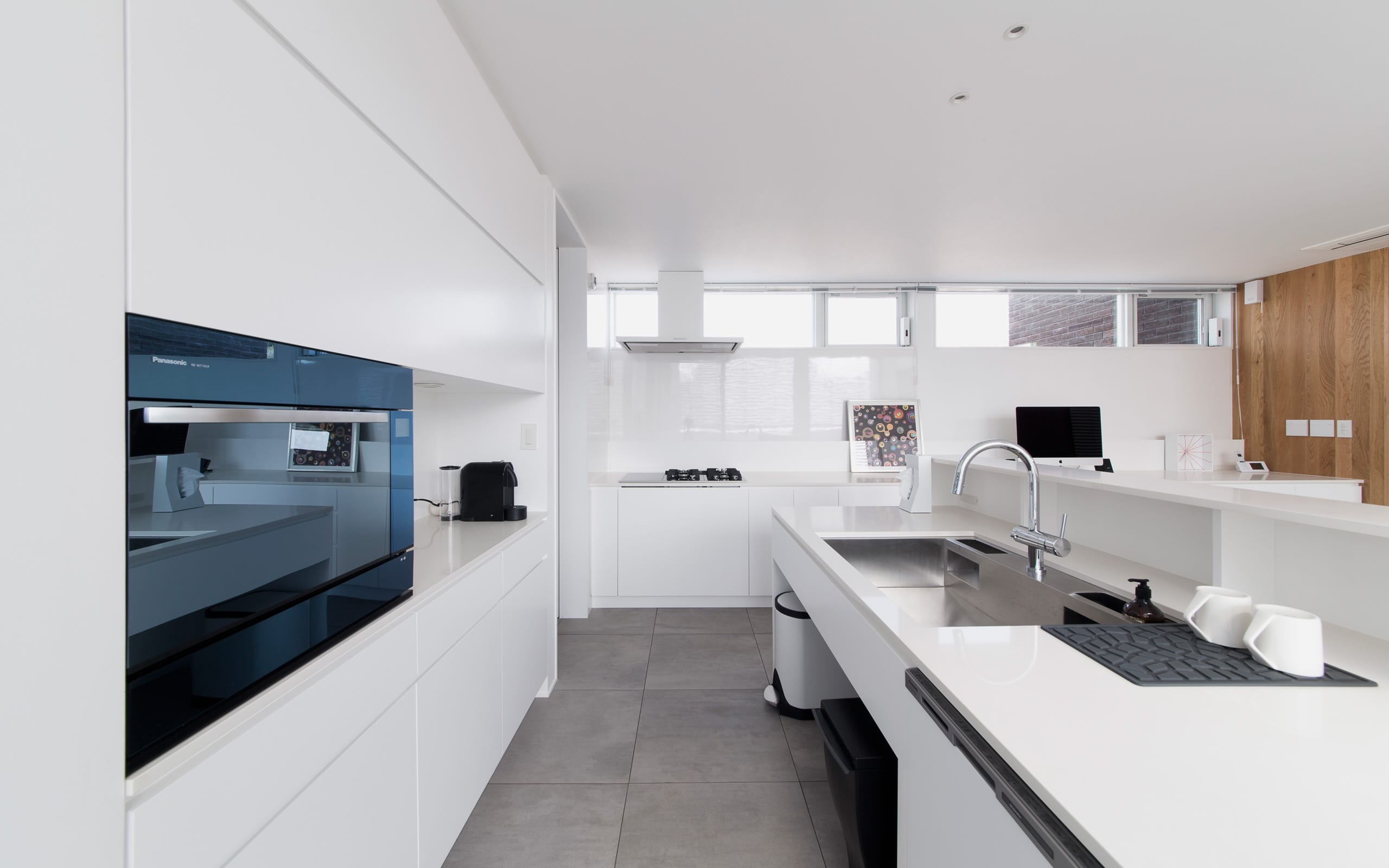サンルームのある二世帯住宅の収納(キッチン)1