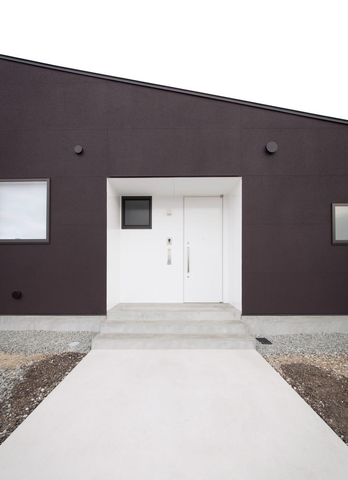 シンプルフラットハウスの玄関(土間・ホール)1