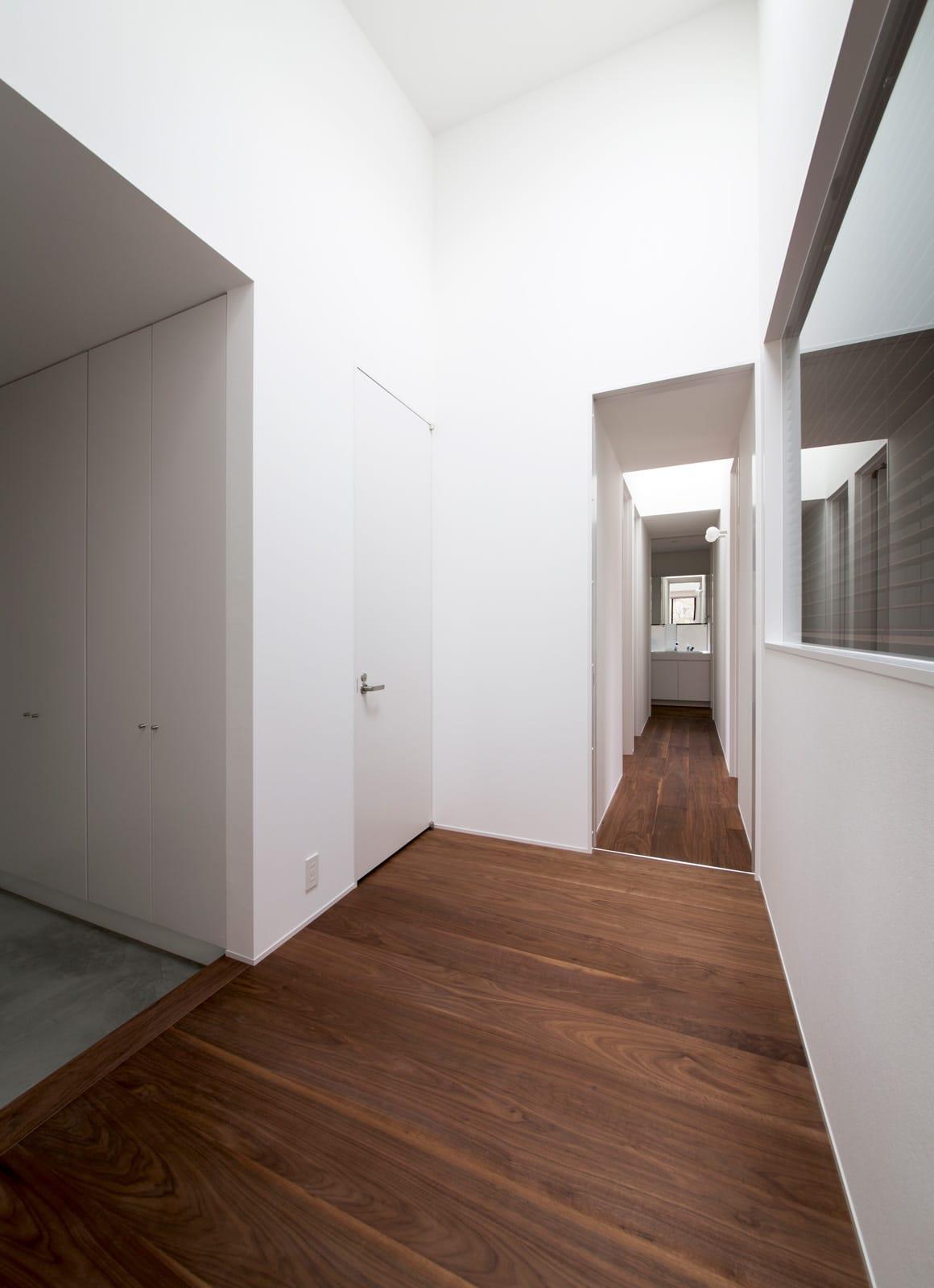 シンプルフラットハウスの玄関(土間・ホール)3