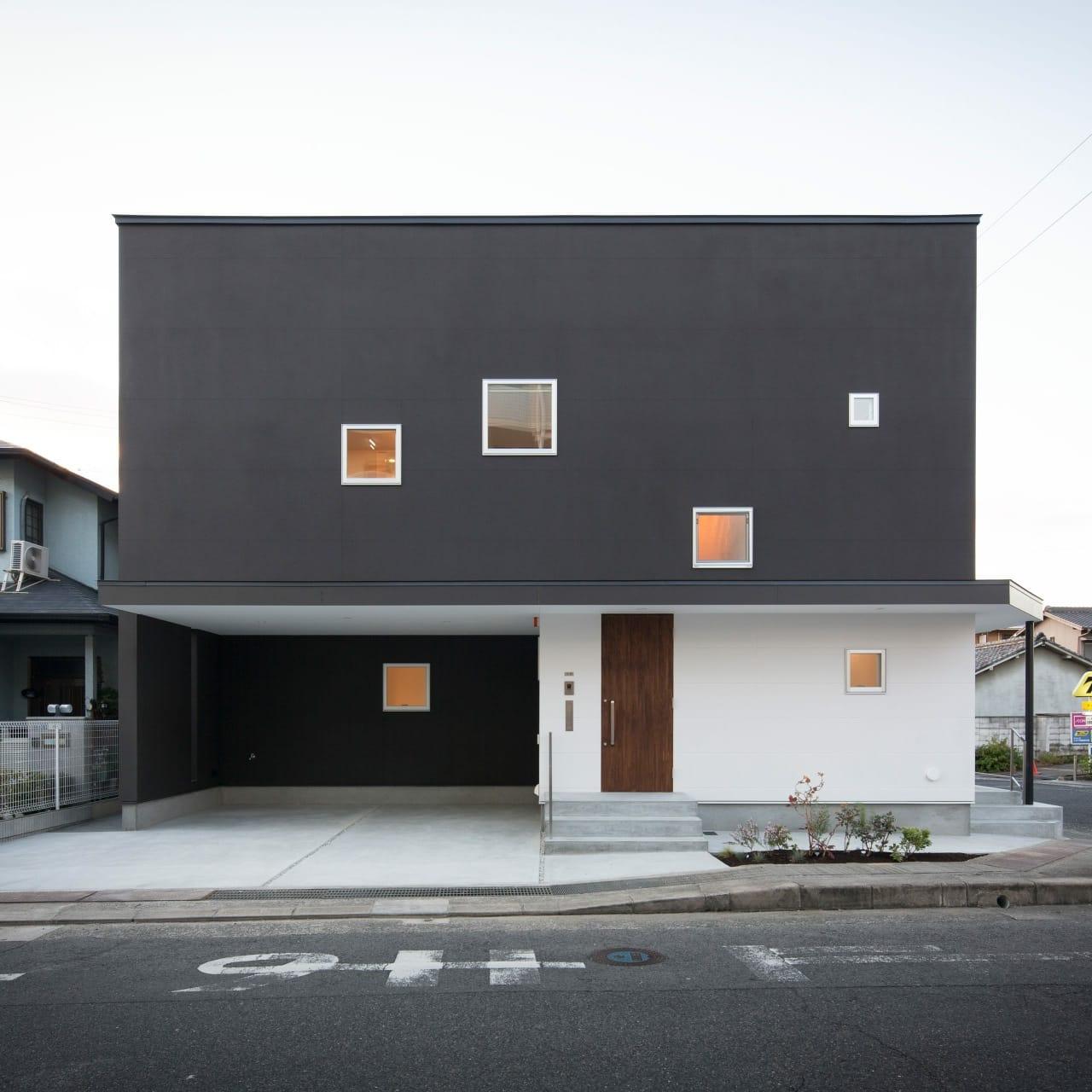 中庭につながる二世帯住宅