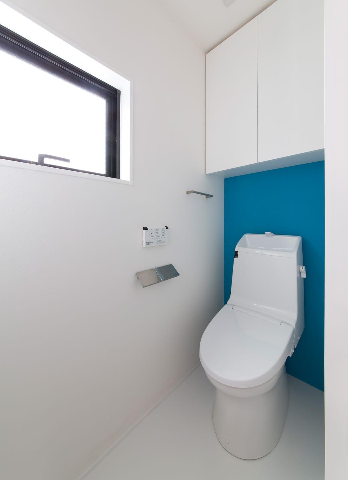 シンプルスタイリッシュハウスのトイレ1