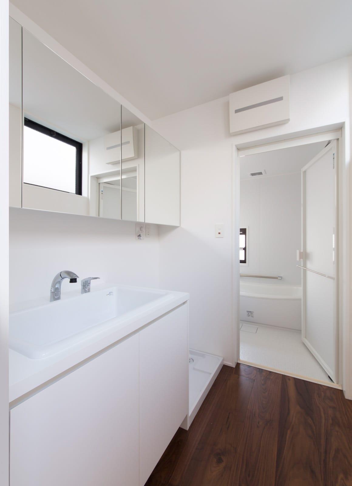 枚方ミッドセンチュリーハウスの浴室・洗面室1