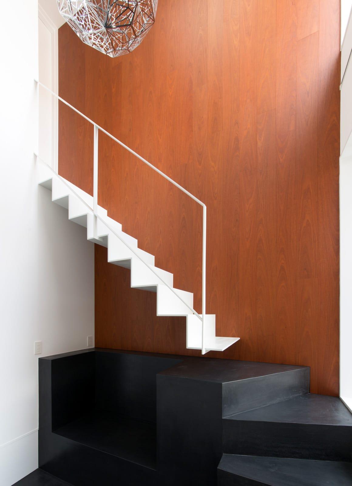 はなれのキッズハウスの階段(鉄骨製)1