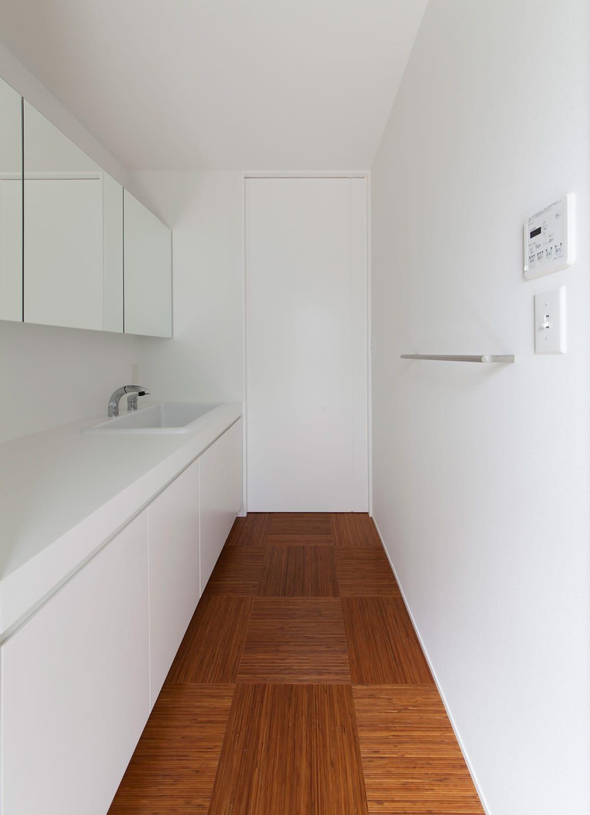 和風モダンハウスの浴室・洗面室1