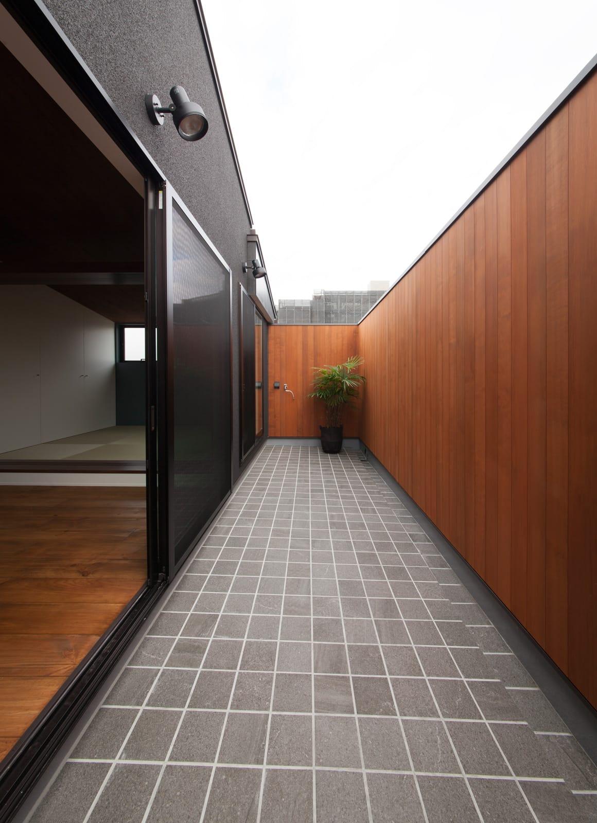 和風モダンハウスの中庭・インナーテラス1