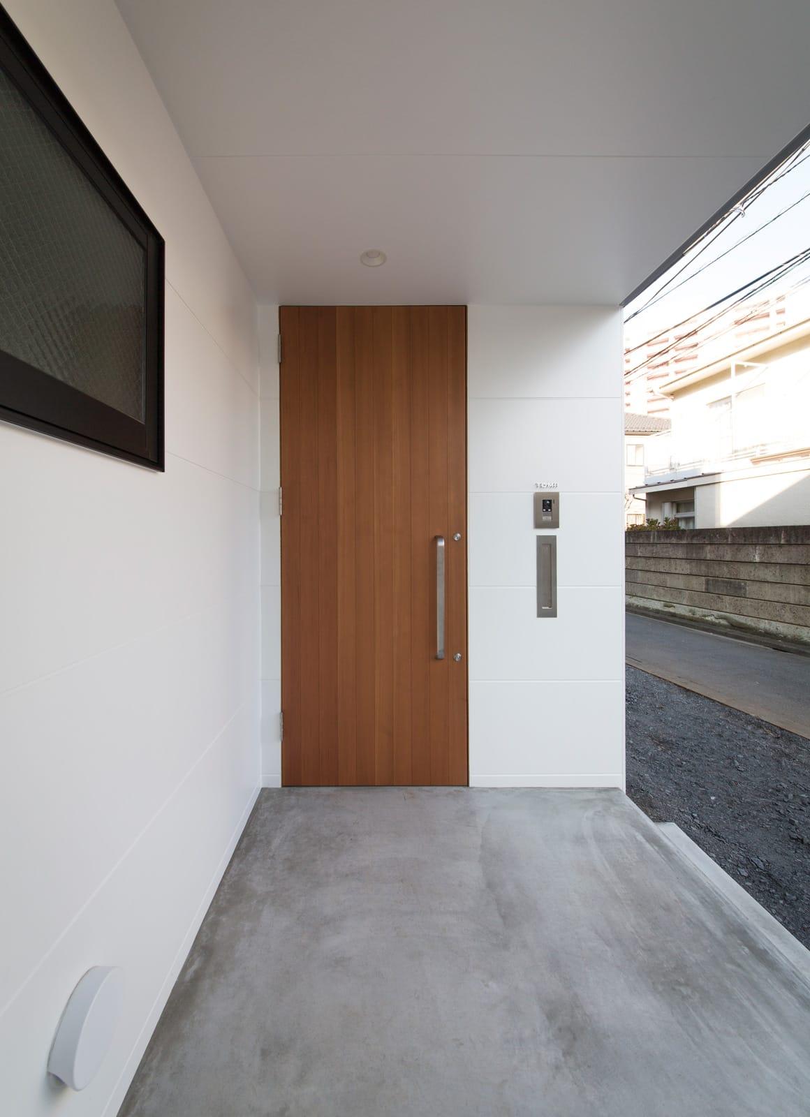 フィッシャーマンハウスのポーチ・玄関扉1