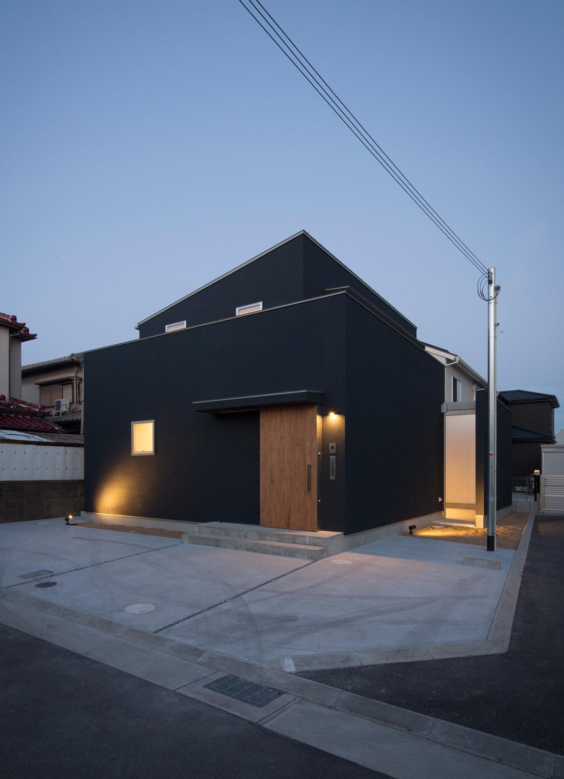 内外の家の夕景(外部)2