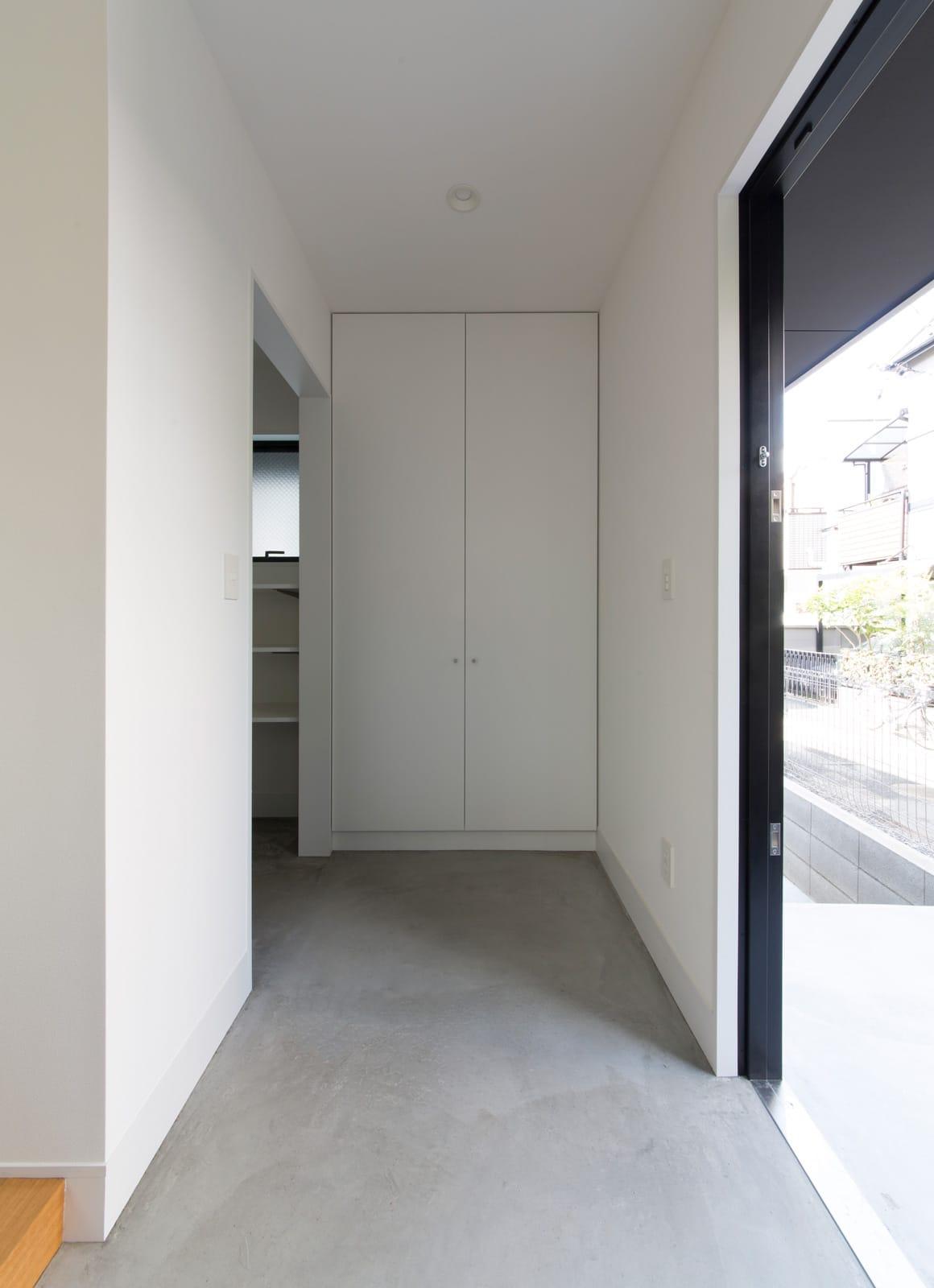 コンパクトデザインハウスの玄関(土間・ホール)1