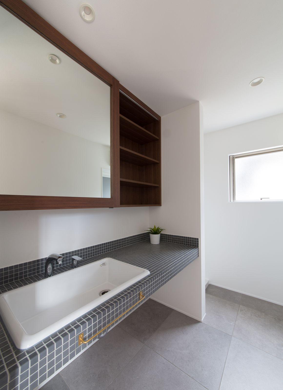 フォトジェニックのある家の浴室・洗面室2