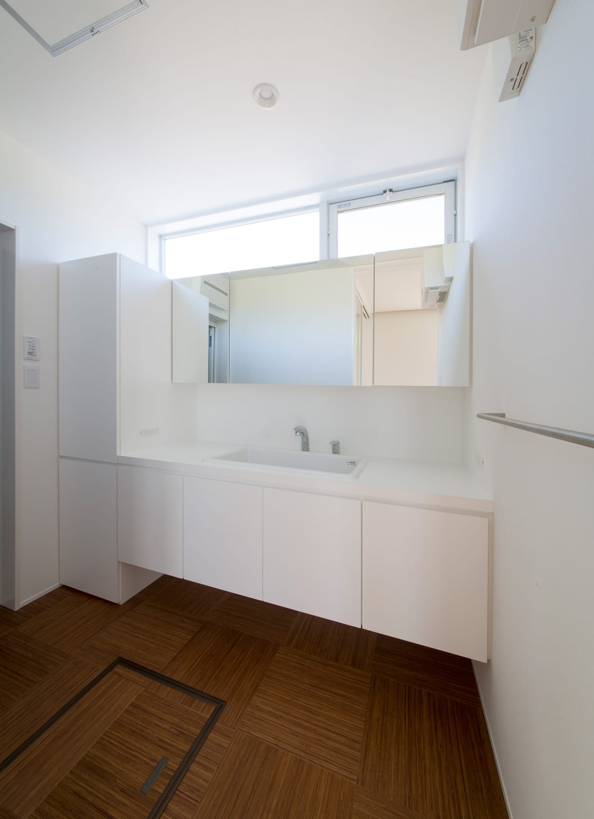 スクエアコートハウスの浴室・洗面室1