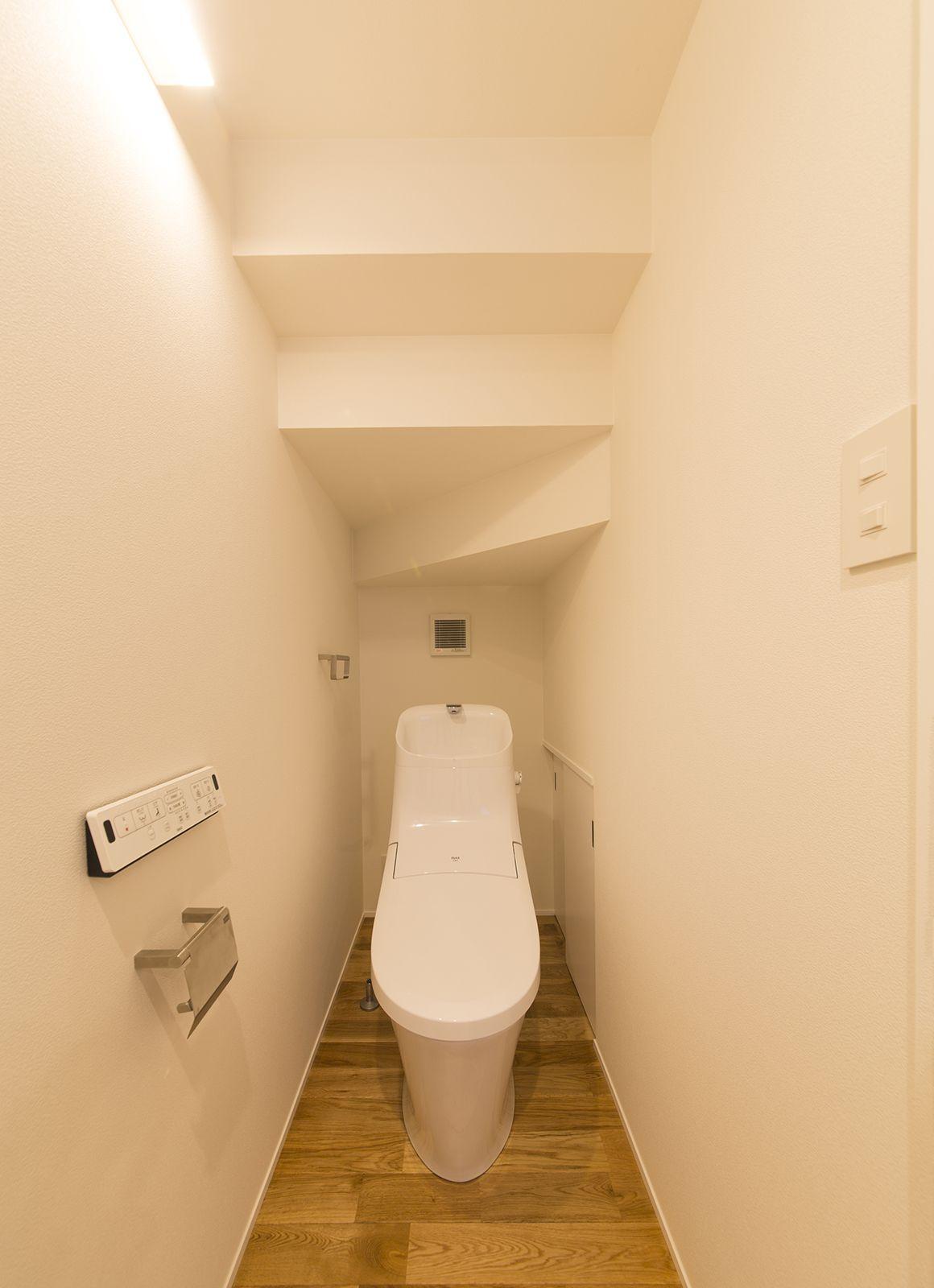 DJブースのある家のトイレ1